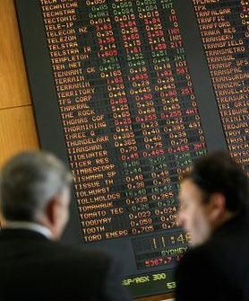 """Dàn xếp """"đầu cơ xuống giá"""" cổ phiếu: Ai được lợi?"""
