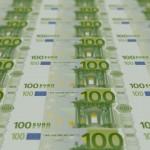 Đồng euro duy trì đà tăng, USD giữ giá