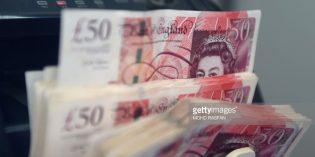 """Chính phủ Anh chịu """"sóng gió"""", đồng bảng mất giá"""